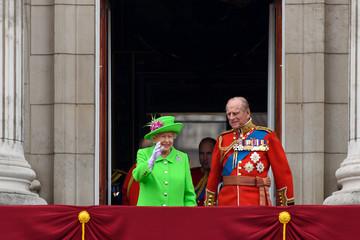Queen+Elizabeth+II+4dYrt7UmKo3m